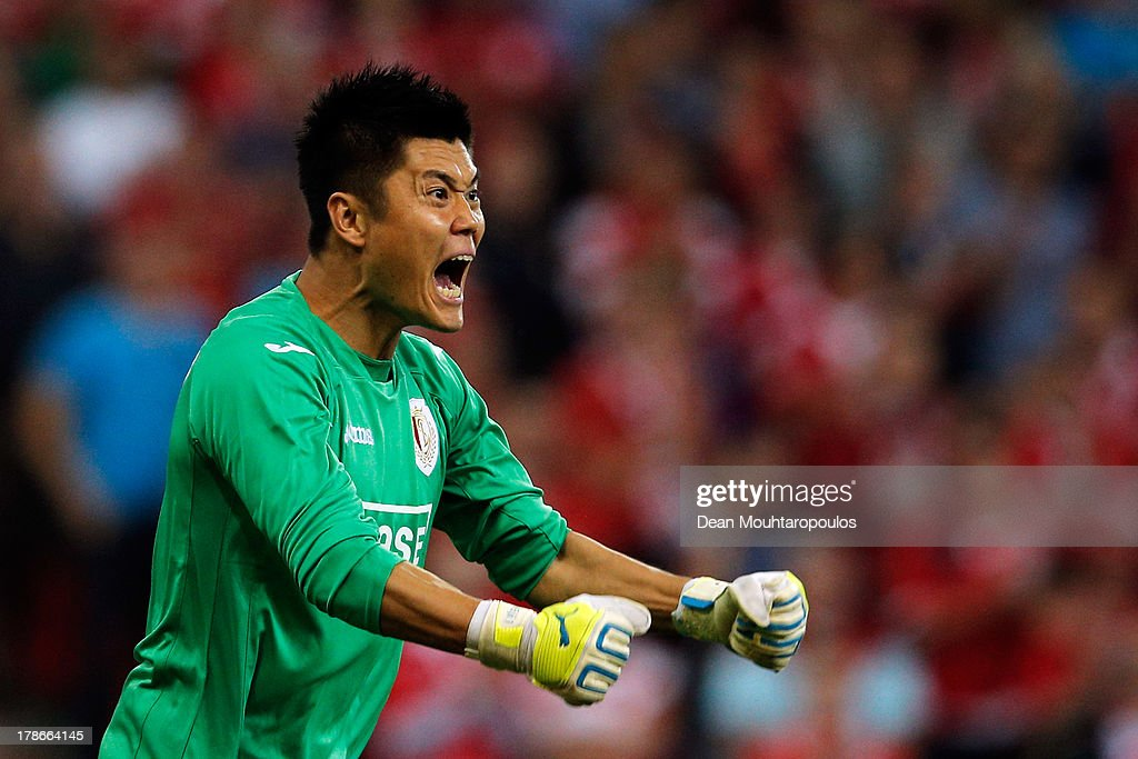 Goalkeeper, <a gi-track='captionPersonalityLinkClicked' href=/galleries/search?phrase=Eiji+Kawashima&family=editorial&specificpeople=3117136 ng-click='$event.stopPropagation()'>Eiji Kawashima</a> of Standard Liege screams instructions to team mates during the Second Leg Play Off UEFA Europa League match between Royal Standard de Liege and FC Minsk at the Maurice Dufrasne Stadium on August 29, 2013 in Liege, Belgium.