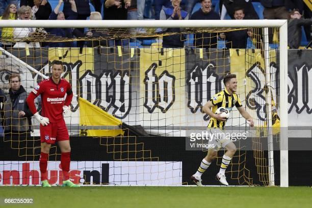goalkeeper Erwin Mulder of sc Heerenveen Ricky van Wolfswinkel of Vitesseduring the Dutch Eredivisie match between Vitesse Arnhem and sc Heerenveen...