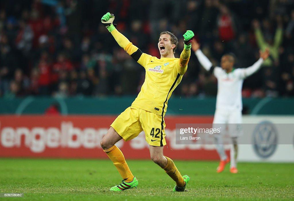 Goalkeeper Felix Wiedwald of Werder Bremen celebrates as Florian Grillitsch of Werder Bremen scores their third goal during the DFB Cup Quarter Final...