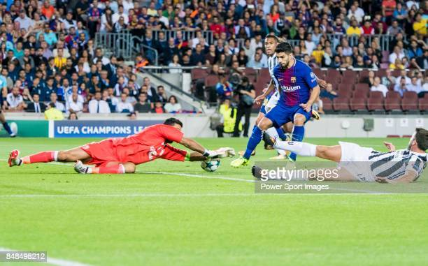 Goalkeeper Gianluigi Buffon of Juventus tries to save a shot by Luis Alberto Suarez Diaz of FC Barcelona during the UEFA Champions League 201718...