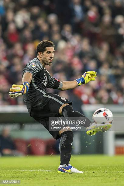 Goalkeeper Gorka Iraizoz Moreno of Athletic Club in action during their Copa del Rey Round of 16 first leg match between Athletic Club and FC...