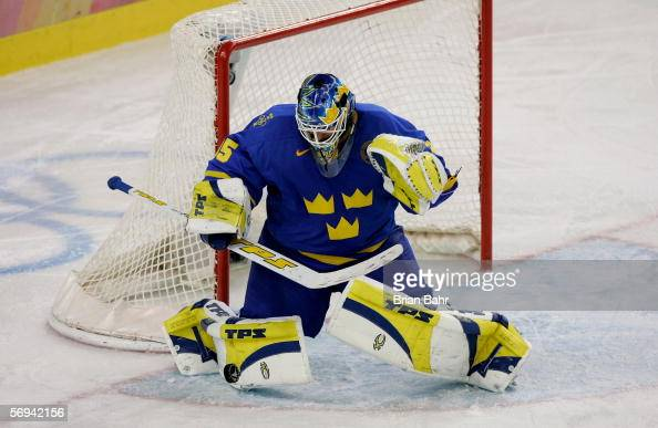 Goalkeeper Henrik Lundqvist of Sweden in action during the final of the men's ice hockey match between Finland and Sweden during Day 16 of the Turin...