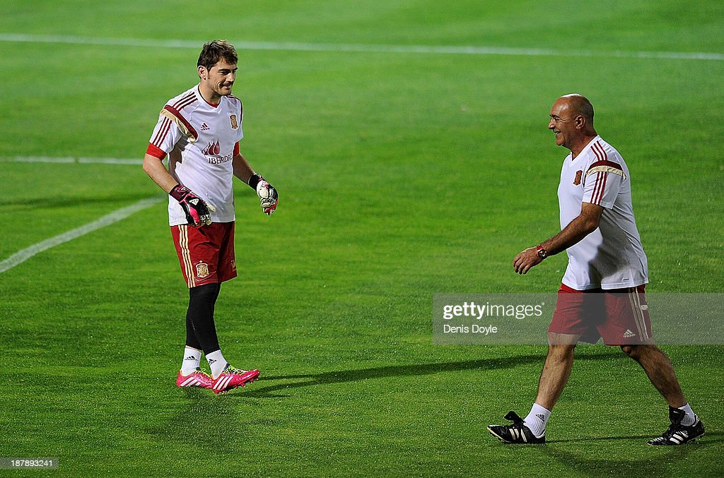 Goalkeeper Iker Casillas (L) of Spain speaks to an assistant coach during a training session ahead of their international friendly against Equatorial Guinea on November 13, 2013 in Las Rozas, Spain.