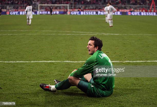 Goalkeeper James Langfield of Aberdeen looks dejected after getting the 30 goal during the UEFA Cup round of 32 second leg match between Bayern...