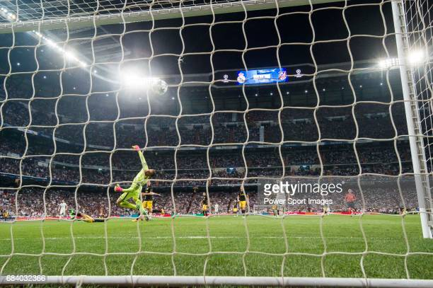Goalkeeper Jan Oblak of Atletico de Madrid fails to save the goal by Cristiano Ronaldo of Real Madrid during their 201617 UEFA Champions League...