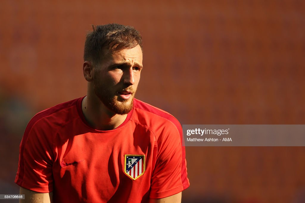 Goalkeeper <a gi-track='captionPersonalityLinkClicked' href=/galleries/search?phrase=Jan+Oblak&family=editorial&specificpeople=8900856 ng-click='$event.stopPropagation()'>Jan Oblak</a> of Atletico Madrid during a training session at Stadio Giuseppe Meazza on May 26, 2016 in Milan, Italy.