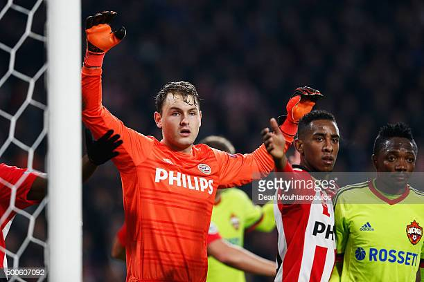 Goalkeeper Jeroen Zoet of PSV waits for the corner to be taken during the group B UEFA Champions League match between PSV Eindhoven and CSKA Moscow...