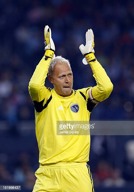 Goalkeeper Jimmy Nielsen of Sporting KC applauds the crowd after the MLS game against the Houston Dynamo at Livestrong Sporting Park on September 14...