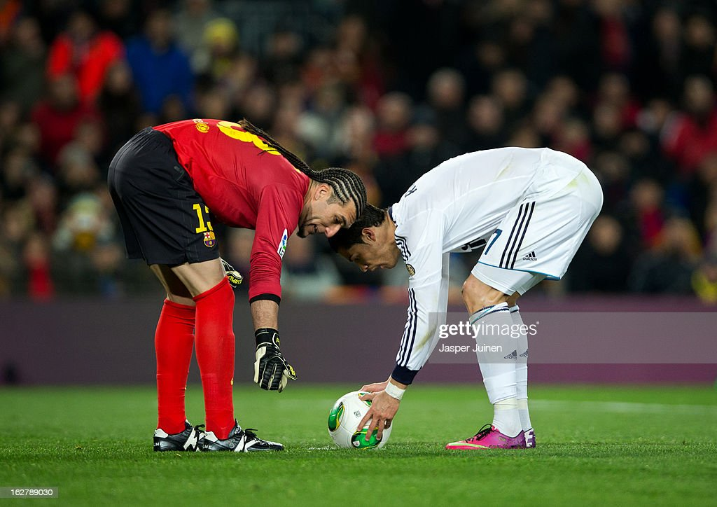 Goalkeeper Jose Pinto (L) of Barcelona talks to Cristiano Ronaldo of Real Madrid lining up a penalty during the Copa del Rey semi final second leg match between FC Barcelona and Real Madrid CF at the Camp Nou on February 26, 2013 in Barcelona, Spain.