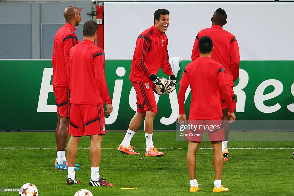 Goalkeeper Julio Cesar (C) attends a SL Benfica training session ahead of their UEFA Champions League group C match against Bayer Leverkusen at BayArena on September 30, 2014 in Leverkusen, Germany.