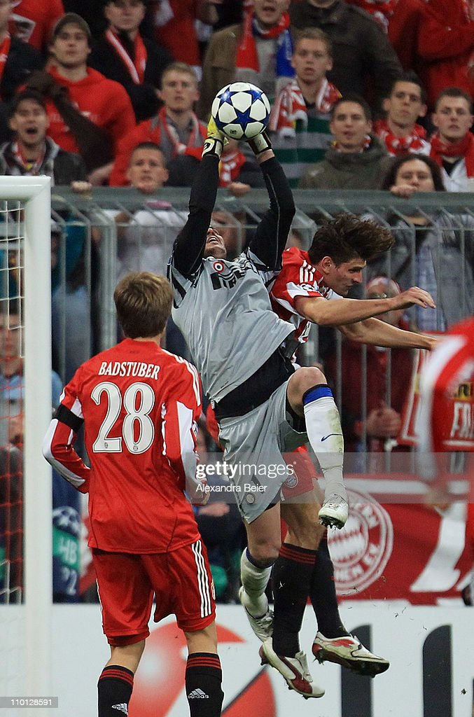 Goalkeeper Julio Cesar (C) of Inter Milan saves a shot against Mario Gomez (R) of Bayern Muenchen during the UEFA Champions League round of 16 second leg match between FC Bayern Muenchen and Inter Milan at Allianz Arena on March 15, 2011 in Munich, Germany.