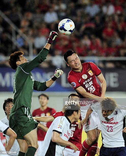 Goalkeeper Kim JinHyeon of Cerezo Osaka vies with Gao Lin of Guangzhou Evergrande during the AFC Asian Champions League 2014 Round of 16 match...