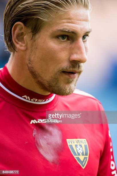 goalkeeper Lars Unnerstal of VVV during the Dutch Eredivisie match between Vitesse Arnhem and VVV Venlo at Gelredome on September 17 2017 in Arnhem...