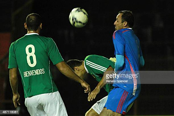 Goalkeeper Magrao Rodrigo Mancha and Ferron of Sport Recife struggle for the ball during the Brasileirao Series A 2014 match between Sport Recife and...