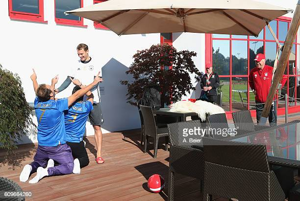 Goalkeeper Manuel Neuer of FC Bayern Muenchen jokes with Italian comedians Pio and Amedeo of Emigratis as team coach Carlo Ancelotti watches them...