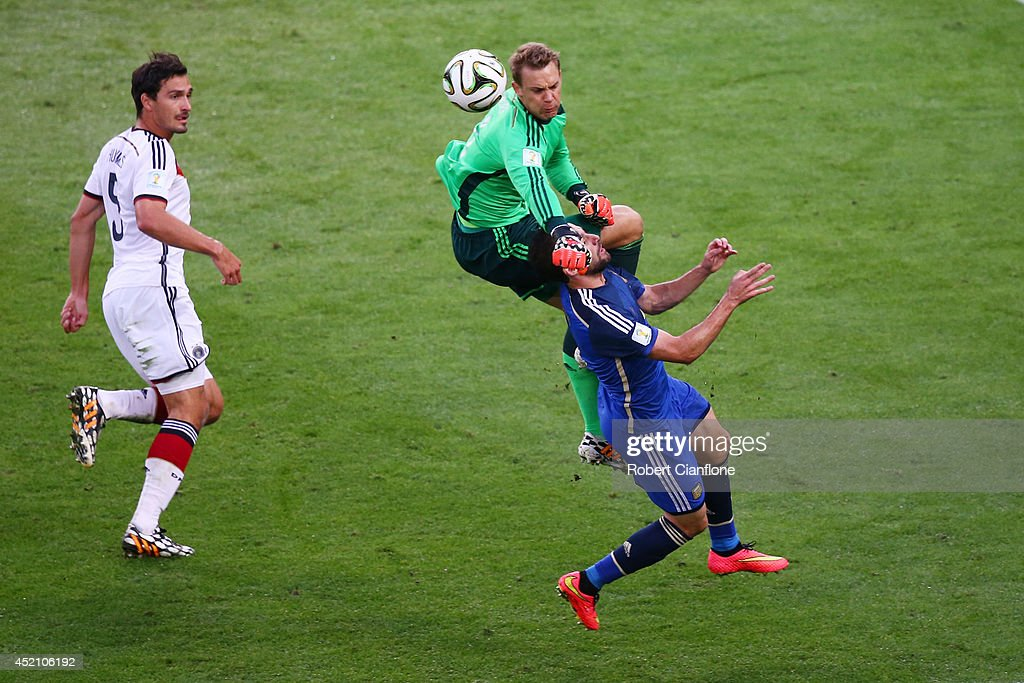 Goalkeeper <a gi-track='captionPersonalityLinkClicked' href=/galleries/search?phrase=Manuel+Neuer&family=editorial&specificpeople=764621 ng-click='$event.stopPropagation()'>Manuel Neuer</a> of Germany collides with <a gi-track='captionPersonalityLinkClicked' href=/galleries/search?phrase=Gonzalo+Higuain&family=editorial&specificpeople=651523 ng-click='$event.stopPropagation()'>Gonzalo Higuain</a> of Argentina during the 2014 FIFA World Cup Brazil Final match between Germany and Argentina at Maracana on July 13, 2014 in Rio de Janeiro, Brazil.