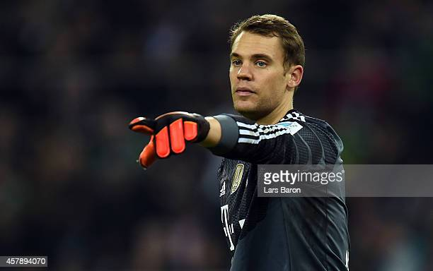 Goalkeeper Manuel Neuer of Muenchen gestures during the Bundesliga match between Borussia Moenchengladbach and FC Bayern Muenchen at Borussia Park on...