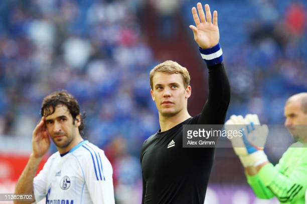 Goalkeeper Manuel Neuer of Schalke waves to supporters after the Bundesliga match between FC Schalke 04 and FSV Mainz 05 at Veltins Arena on May 7...