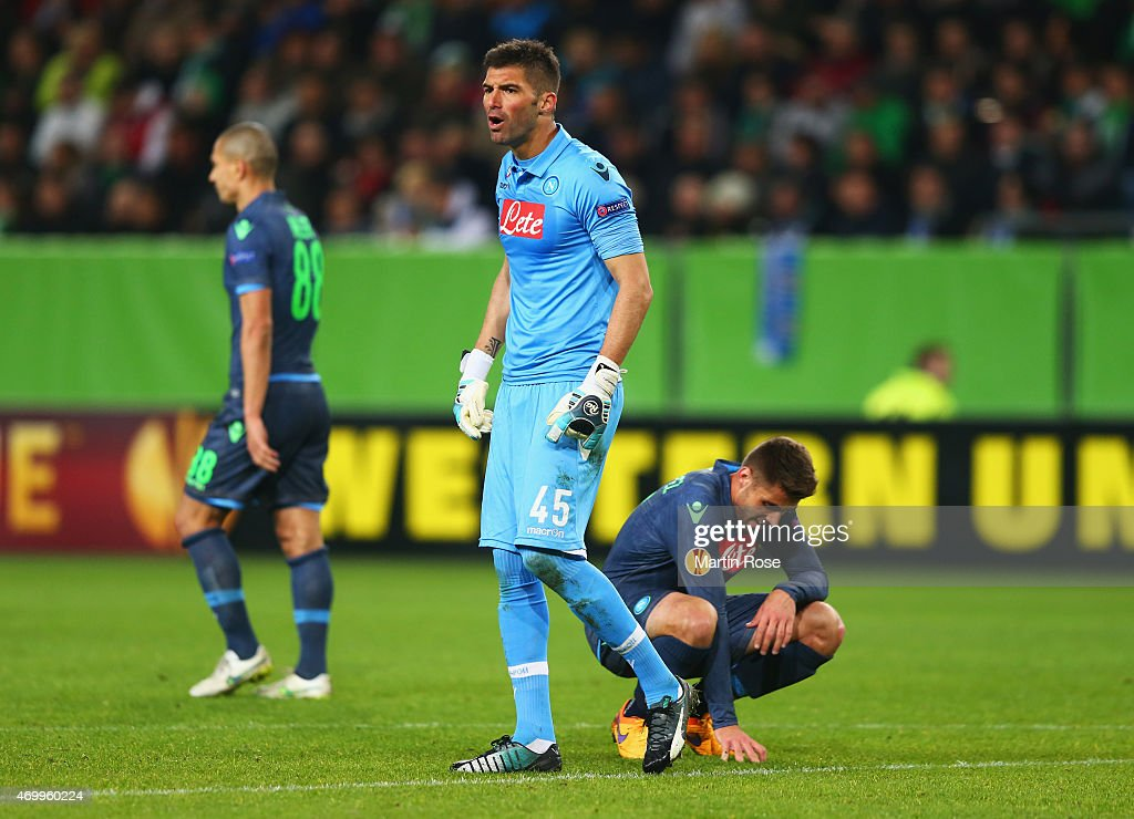 Goalkeeper <a gi-track='captionPersonalityLinkClicked' href=/galleries/search?phrase=Mariano+Andujar&family=editorial&specificpeople=804546 ng-click='$event.stopPropagation()'>Mariano Andujar</a> of Napoli and team mates react as <a gi-track='captionPersonalityLinkClicked' href=/galleries/search?phrase=Nicklas+Bendtner&family=editorial&specificpeople=2142069 ng-click='$event.stopPropagation()'>Nicklas Bendtner</a> of VfL Wolfsburg scores their firat goal during the UEFA Europa League Quarter Final first leg match between VfL Wolfsburg and SSC Napoli at Volkswagen Arena on April 16, 2015 in Wolfsburg, Germany.