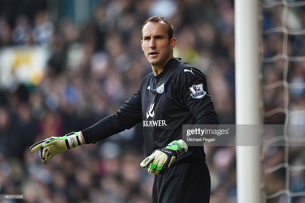 Goalkeeper <a gi-track='captionPersonalityLinkClicked' href=/galleries/search?phrase=Mark+Schwarzer&family=editorial&specificpeople=208085 ng-click='$event.stopPropagation()'>Mark Schwarzer</a> of Leicester City in action during the FA Cup Fourth Round match between Tottenham Hotspur and Leicester City at White Hart Lane on January 24, 2015 in London, England.