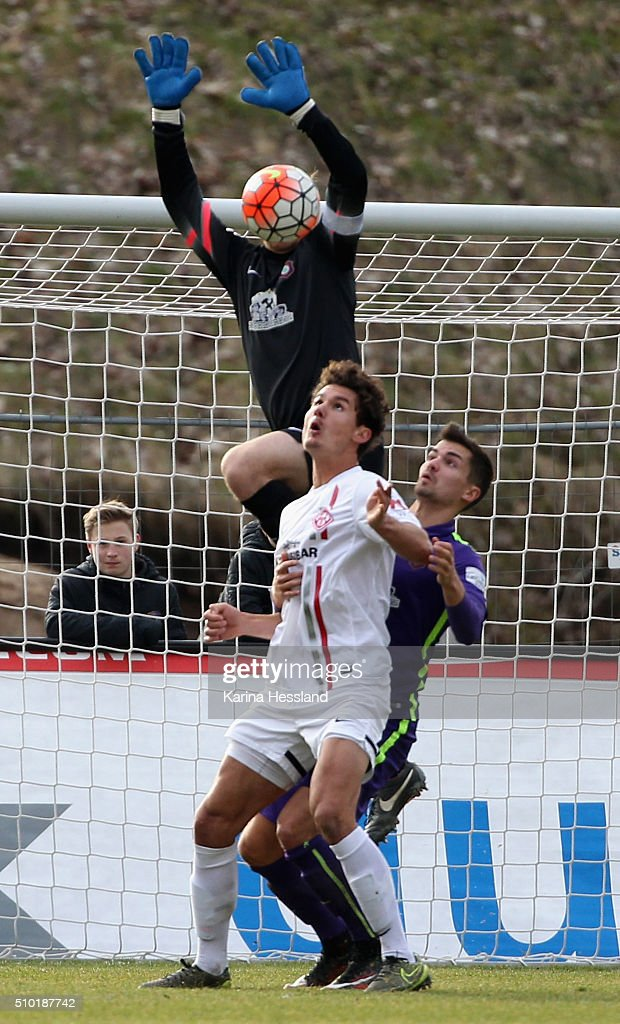 Goalkeeper <a gi-track='captionPersonalityLinkClicked' href=/galleries/search?phrase=Martin+Maennel&family=editorial&specificpeople=808590 ng-click='$event.stopPropagation()'>Martin Maennel</a> of Aue is challenged by Niklas Weissenberger of Wuerzburg during the Third League match between FC Erzgebirge Aue and Wuerzburger Kickers at Erzgebirgsstadion on February 14, 2016 in Aue, Germany.