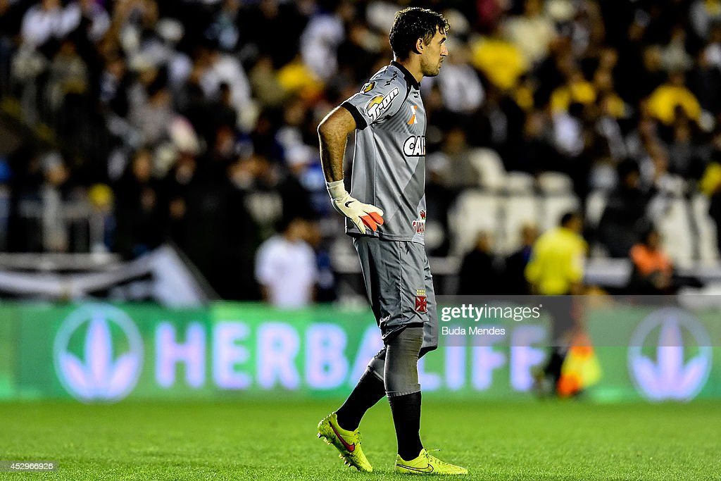 Goalkeeper <a gi-track='captionPersonalityLinkClicked' href=/galleries/search?phrase=Martin+Silva&family=editorial&specificpeople=4354248 ng-click='$event.stopPropagation()'>Martin Silva</a> of Vasco in action during a match between Vasco da Gama and Ponte Preta as part of Copa do Brasil 2014 at Sao Januario Stadium on July 30, 2014 in Rio de Janeiro, Brazil.