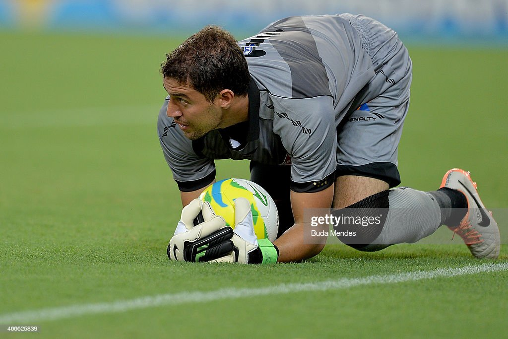 Goalkeeper <a gi-track='captionPersonalityLinkClicked' href=/galleries/search?phrase=Martin+Silva&family=editorial&specificpeople=4354248 ng-click='$event.stopPropagation()'>Martin Silva</a> of Vasco in action during a match between Vasco and Botafogo as part of Carioca 2014 at Maracana Stadium on February 02, 2014 in Rio de Janeiro, Brazil.