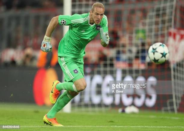 Goalkeeper Matz Sels of RSC Anderlecht focuses the ball during the UEFA Champions League group B match between Bayern Muenchen and RSC Anderlecht at...
