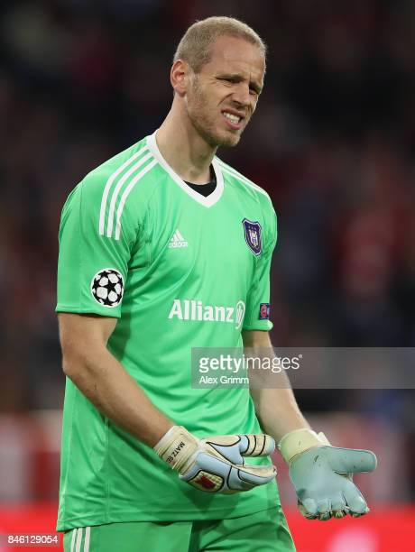 Goalkeeper Matz Sels of RSC Anderlecht shows his disappointment during the UEFA Champions League group B match between Bayern Muenchen and RSC...