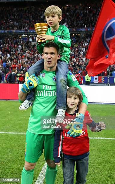 Goalkeeper Nicolas Douchez of PSG celebrates the victory at the end of the French League Cup Final between Olympique Lyonnais OL and Paris...