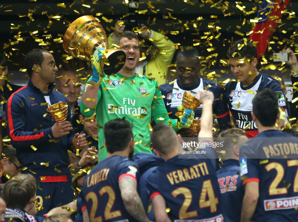 Goalkeeper <a gi-track='captionPersonalityLinkClicked' href=/galleries/search?phrase=Nicolas+Douchez&family=editorial&specificpeople=661125 ng-click='$event.stopPropagation()'>Nicolas Douchez</a> of PSG holds the trophy and celebrates with his teammates the victory at the end of the French League Cup Final (finale de la Coupe de la Ligue) between Olympique Lyonnais OL and Paris Saint-Germain FC at Stade de France on April 19, 2014 in Saint Denis near Paris, France.