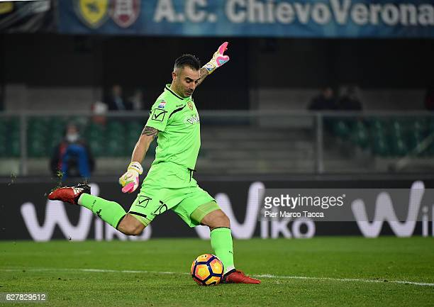 Goalkeeper of AC ChievoVerona Stefano Sorrentino in action during the Serie A match between AC ChievoVerona and Genoa CFC at Stadio Marc'Antonio...