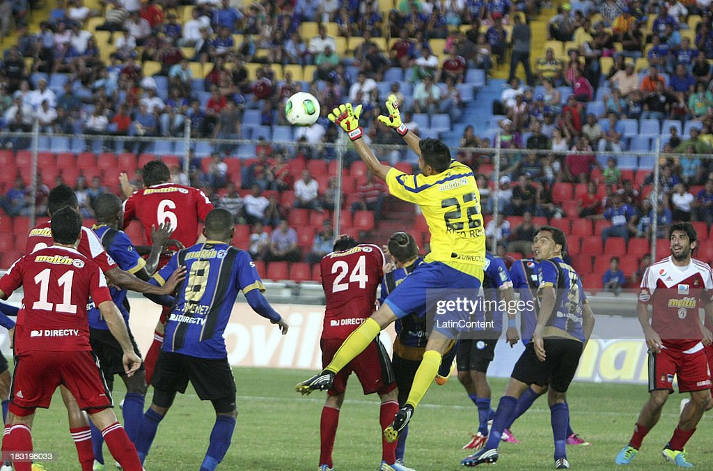 Goalkeeper of AC Mineros de Guayana catches the ball during a match between AC Mineros de Guayana and Caracas FC as part of the Apertura 2013 at Cachamay Stadium on October 5, 2013 in Puerto Ordaz, Venezuela.