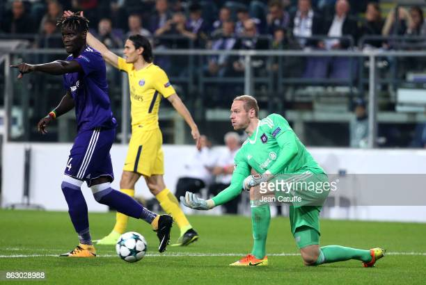 Goalkeeper of Anderlecht Matz Sels Serigne Kara Mbodji of Anderlecht and Edinson Cavani of PSG during the UEFA Champions League match between RSC...