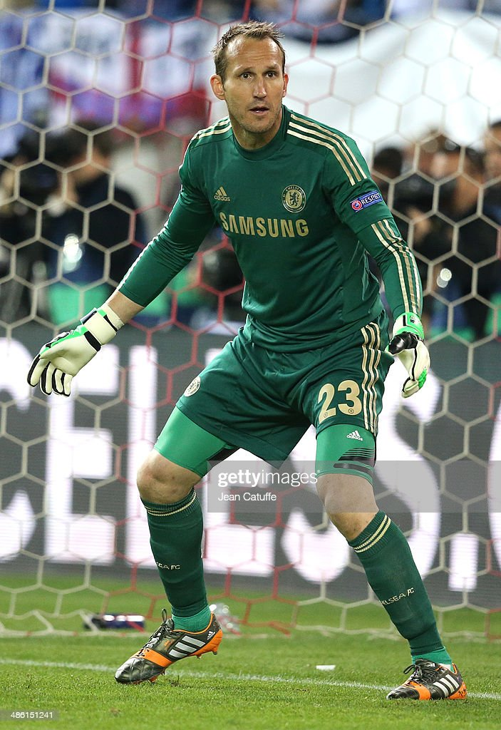 Goalkeeper of Chelsea <a gi-track='captionPersonalityLinkClicked' href=/galleries/search?phrase=Mark+Schwarzer&family=editorial&specificpeople=208085 ng-click='$event.stopPropagation()'>Mark Schwarzer</a> in action during the UEFA Champions League semi final match between Club Atletico de Madrid and Chelsea FC at Vicente Calderon stadium on April 22, 2014 in Madrid, Spain.