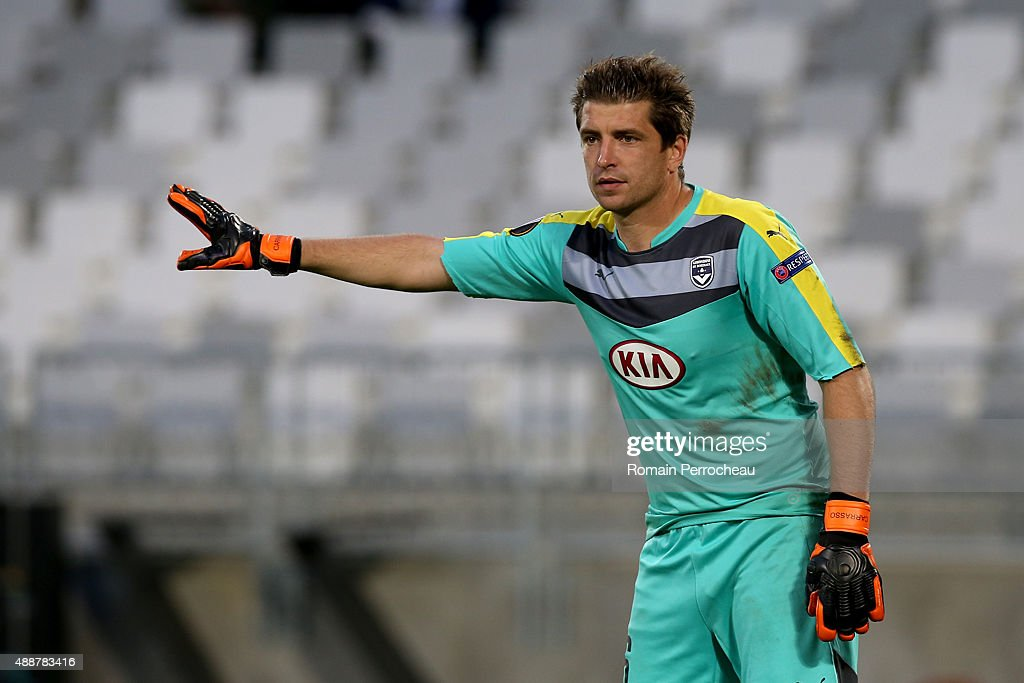Goalkeeper of FC Girondins de Bordeaux <a gi-track='captionPersonalityLinkClicked' href=/galleries/search?phrase=Cedric+Carrasso&family=editorial&specificpeople=661919 ng-click='$event.stopPropagation()'>Cedric Carrasso</a> gestures during the Europa League game between FC Girondins de Bordeaux and Liverpool FC at Matmut Atlantique Stadium on September 17, 2015 in Bordeaux, France.