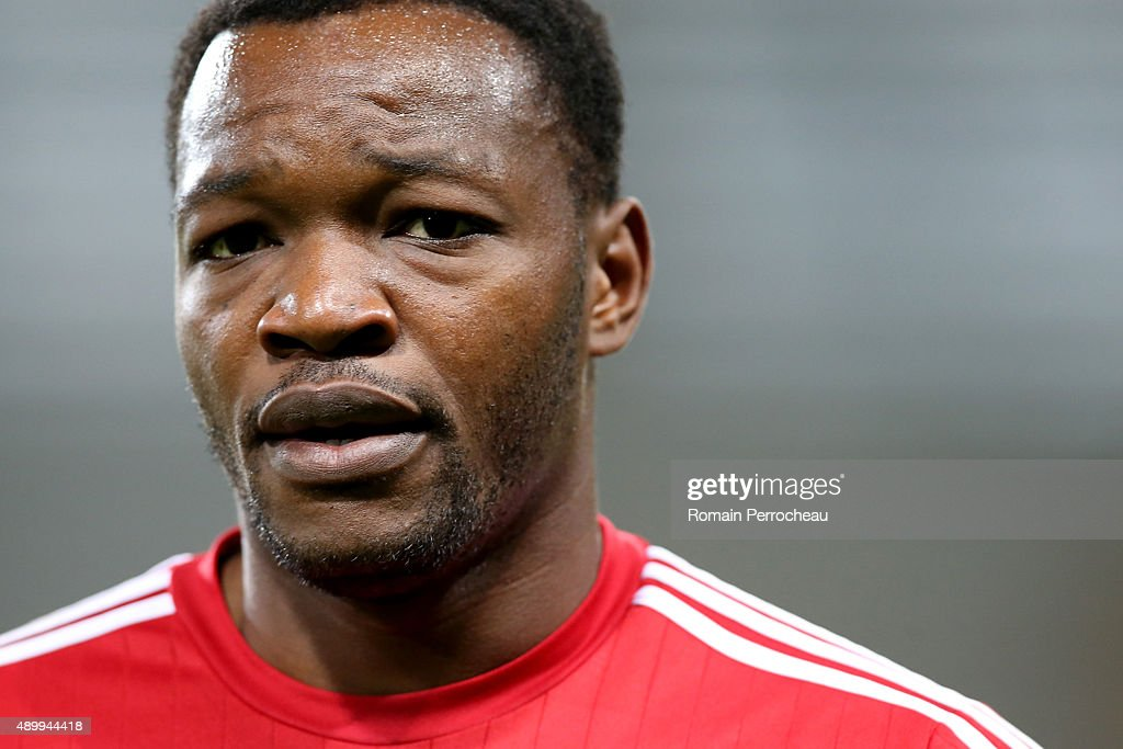 Goalkeeper of Olympique de Marseille <a gi-track='captionPersonalityLinkClicked' href=/galleries/search?phrase=Steve+Mandanda&family=editorial&specificpeople=4470005 ng-click='$event.stopPropagation()'>Steve Mandanda</a> before the French Ligue 1 game between Toulouse FC and Olympique de Marseille at Stadium Municipal on September 23, 2015 in Toulouse, France.
