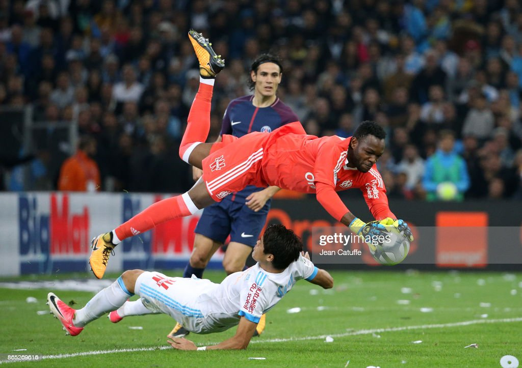 Goalkeeper of OM Steve Mandanda collides with teammate Hiroki Sakai of OM while Edinson Cavani of PSG looks on during the French Ligue 1 match between Olympique de Marseille (OM) and Paris Saint Germain (PSG) at Stade Velodrome on October 22, 2017 in Marseille, France.