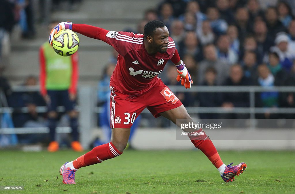 Goalkeeper of OM Steve Mandanda in action during the French Ligue 1 match between Olympique de Marseille and Paris SaintGermain at New Stade...