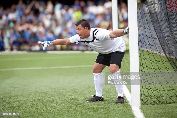 goalkeeper organising defence
