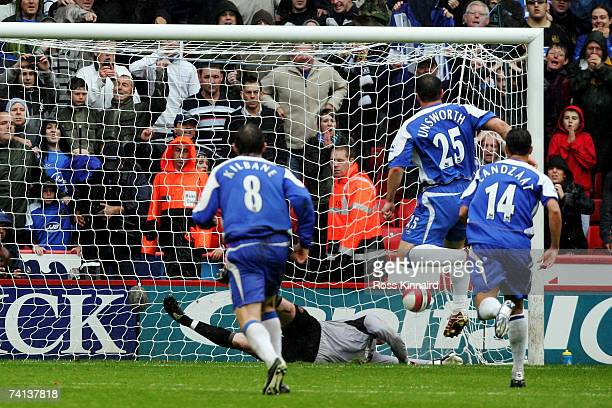 Goalkeeper Paddy Kenny of Sheffield United can not stop trhe penalty from David Unsworth of Wigan during the Barclays Premiership match between...