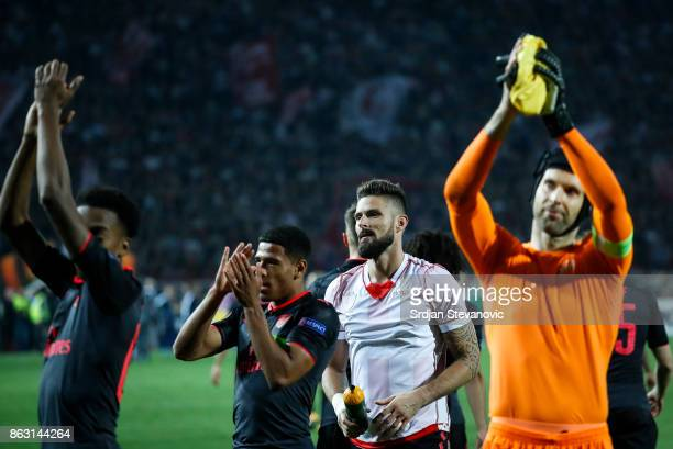 Goalkeeper Petr Cech and goalkeeper Olivier Giroud of Arsenal greets the supporters after the UEFA Europa League group H match between Crvena Zvezda...