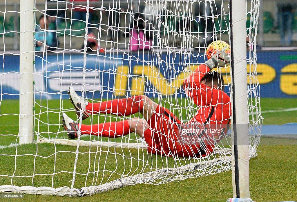 Goalkeeper Pierluigi Gollini of Hellas Verona after he fails to save Perisic of Internazionale Milano's goal during the Serie A match between Hellas Verona FC and FC Internazionale Milano at Stadio Marc'Antonio Bentegodi on February 7, 2016 in Verona, Italy.