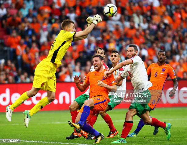 Goalkeeper Plamen Iliev of Bulgaria punches the ball away from Georginio Wijnaldum and Vincent Janssen of the Netherlands during the FIFA 2018 World...