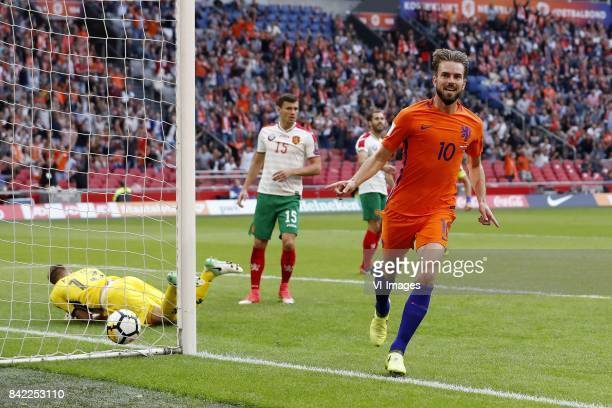goalkeeper Plamen Iliev of Bulgaria Vasil Bozhikov of Bulgaria Peter Zanev of Bulgaria Davy Propper of Holland during the FIFA World Cup 2018...