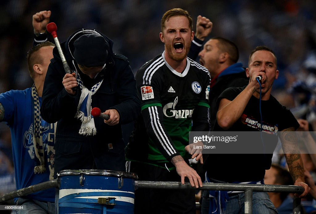 Goalkeeper <a gi-track='captionPersonalityLinkClicked' href=/galleries/search?phrase=Ralf+Faehrmann&family=editorial&specificpeople=808591 ng-click='$event.stopPropagation()'>Ralf Faehrmann</a> of Schalke celebrates with the fans after winning the Bundesliga match between FC Schalke 04 and Hertha BSC Berlin at Veltins-Arena on October 17, 2015 in Gelsenkirchen, Germany.