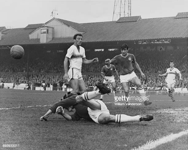Goalkeeper Reg Matthews of Chelsea clears the ball away from Everton centre forward Jimmy Harris as Chelsea midfielder Terry Venables covers during...