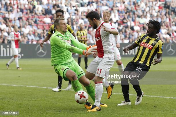 goalkeeper Remko Pasveer of Vitesse Mukhtar Ali of Vitesse Amin Younes of Ajax Kasper Dolberg of Ajax Fankaty Dabo of Vitesse during the Dutch...