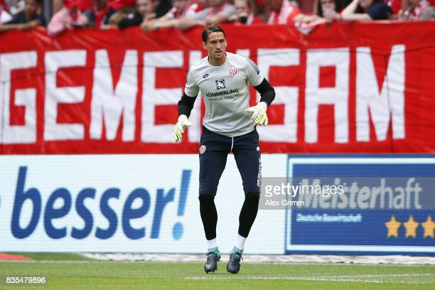 Goalkeeper Rene Adler of Mainz warms up for the Bundesliga match between 1 FSV Mainz 05 and Hannover 96 at Opel Arena on August 19 2017 in Mainz...