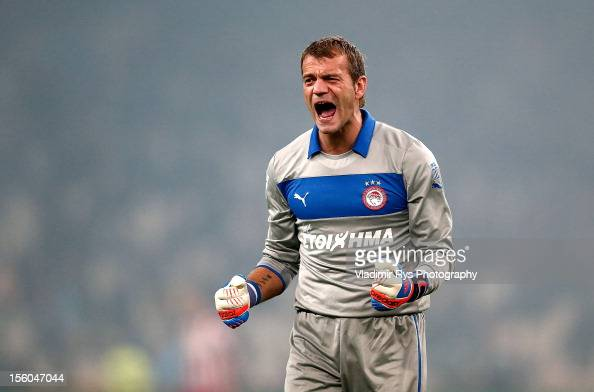 Goalkeeper Roy Carroll of Olympiacos celebrates after his team's third goal is scored by teammate Kostas Mitroglou during the Superleague match...